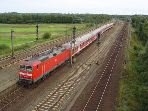 1024px-RE_Deutsche_Bahn_AG_Maschen_GFDL
